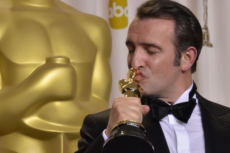 """Jeanas Dujardinas atsiėmė geriausio aktoriaus """"Oskarą"""""""