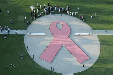 Moterys diskutuoja apie krūties vėžį