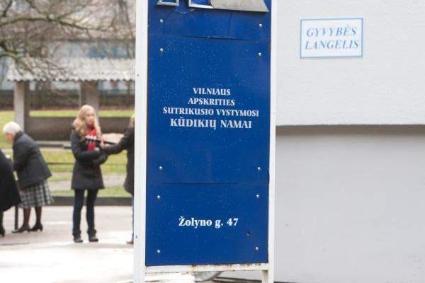 Vilniuje į gyvybės langelį atneštas pirmas kūdikis