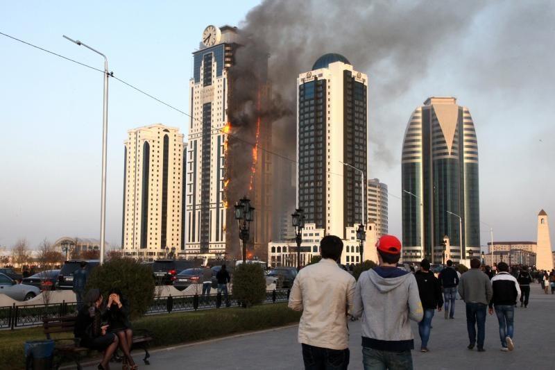 Čečėnijos sostinėje užsiliepsnojo dangoraižis
