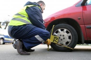 Mokamas mašinų stovėjimas: pažeidėjams didėja baudos