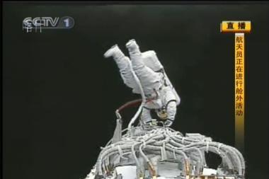 Kinų astronautas pirmą kartą pabuvojo atvirame kosmose
