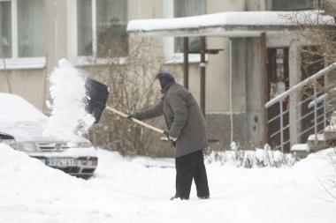 Iš sniego vaduojami darželiai ir mokyklos