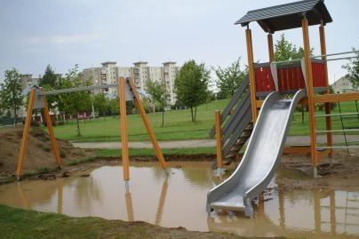 Paragino sutvarkyti žaidimų aikšteles