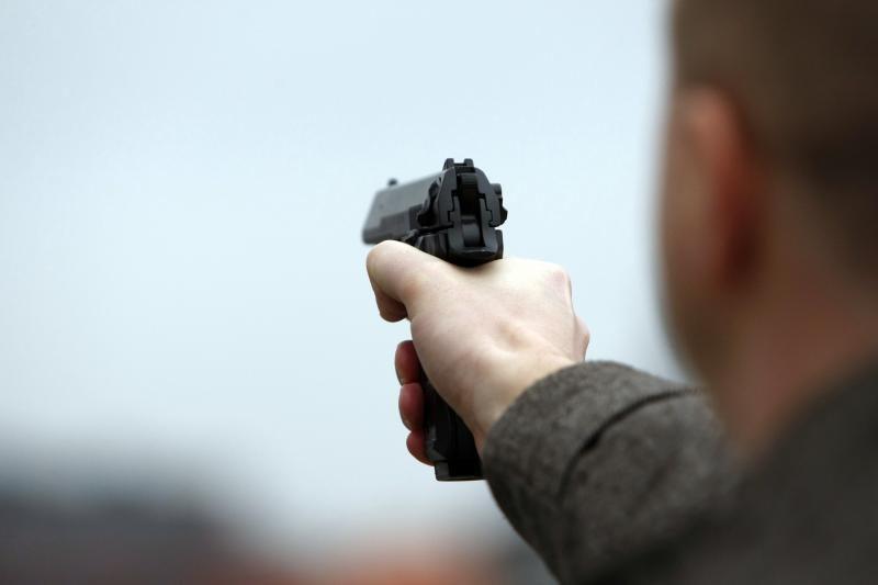 Varėnoje iš dujinio pistoleto šauta į jaunuolį