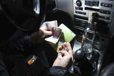 Kaunietis pareigūnams siūlė 370 litų kyšį