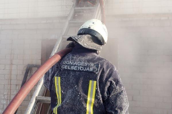 Draudikai: dėl šalčio kyla daugiau gaisrų, dažniau užliejamos patalpos