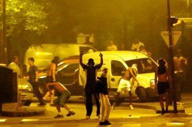 Prancūzijoje policininkui nušovus plėšiką, kilo riaušės