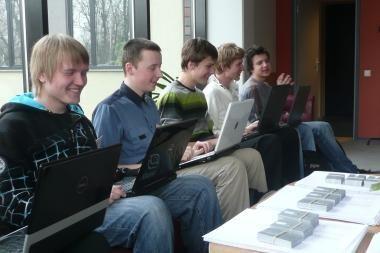 Iš Baltijos šalių informatikos olimpiados – su sidabro ir bronzos medaliais