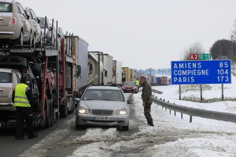 Pūga Europoj: sumaištis geležinkeliuose, oro uostuose, keliuose (foto)