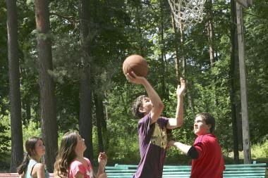 Vaikų vasaros stovyklos: nuo stiliaus gido iki išgyvenimo pamokų