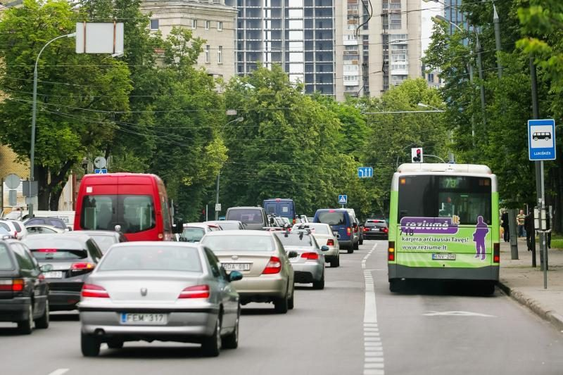Mašinoms su 4 ir daugiau keleivių - visuomeninio transporto juosta