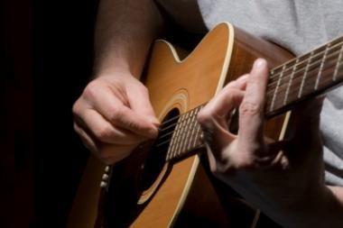 V. Kernagio vardo gitara atiteks geriausiam bardui