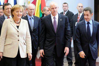 ES lyderiai apsisprendė iš finansų duobės traukti Graikiją