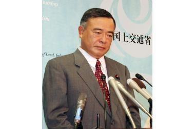 Japonijos ministrą sužlugdė ilgas liežuvis