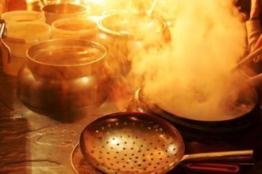 Sostinės ugniagesiai vyko gesinti svylančio puodo