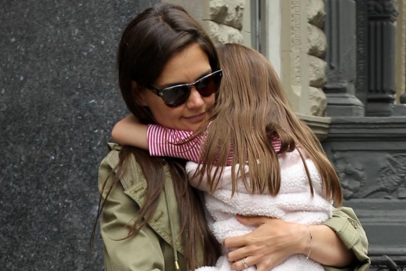 Katie Holmes pateikė prašymą teismui dėl laikino vaiko rėmimo