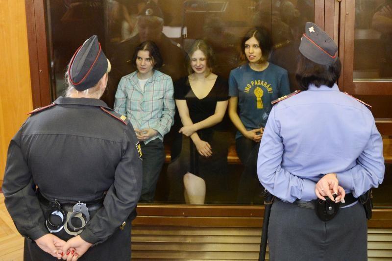 """Dvi """"Pussy Riot"""" narės nuvežtos į Rusijos"""