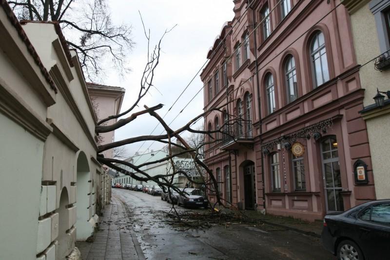 Lietuvoje elektros neturi apie 2 tūkst. vartotojų