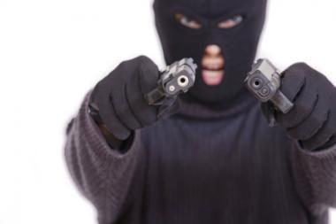 Pasidavė Prancūzijoje BMW automobilių prekybos salone laikęs du įkaitus ginkluotas vyras