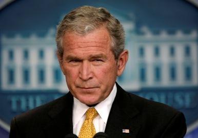 """G.W.Bushą pavadino """"visišku nevykėliu"""