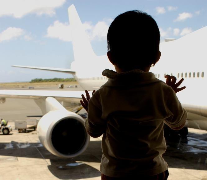 Oro uoste palikusi dvejų metų dukterį lenkų pora išskrido atostogauti