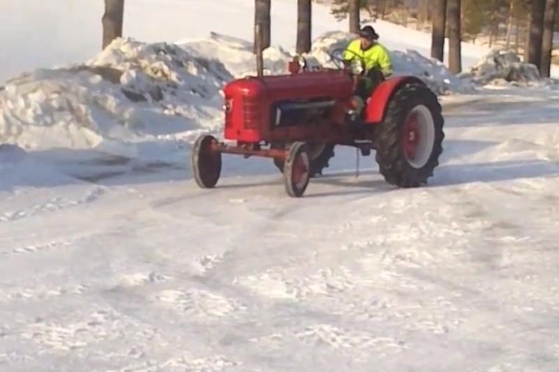 Švedijos nutrūktgalviai traktoriuje sumontavo 300 AG variklį