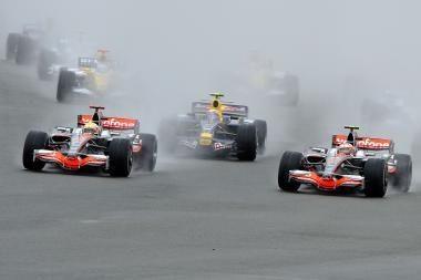 Naktinė Formulė-1 startavo Singapūre