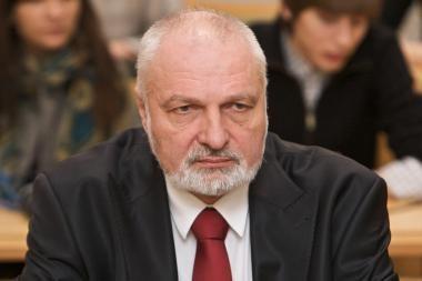 V.Mazuronis stebisi, kad premjeras leidžia dirbti A.Čaplikui