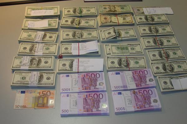 Verslininko mašinoje pareigūnai rado daugiau nei milijoną litų