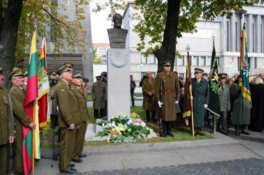 Atidengtas paminklas generolui P.Plechavičiui