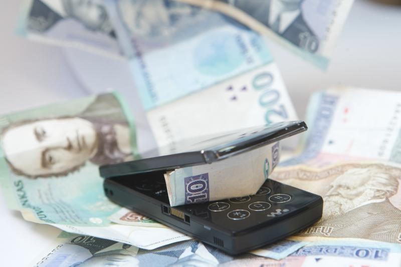 Pernai nuo sukčių nukentėjo beveik 100 SEB banko klientų