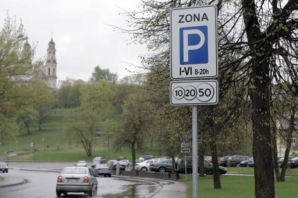 Vilniuje neliks nemokamų automobilių stovėjimo aikštelių