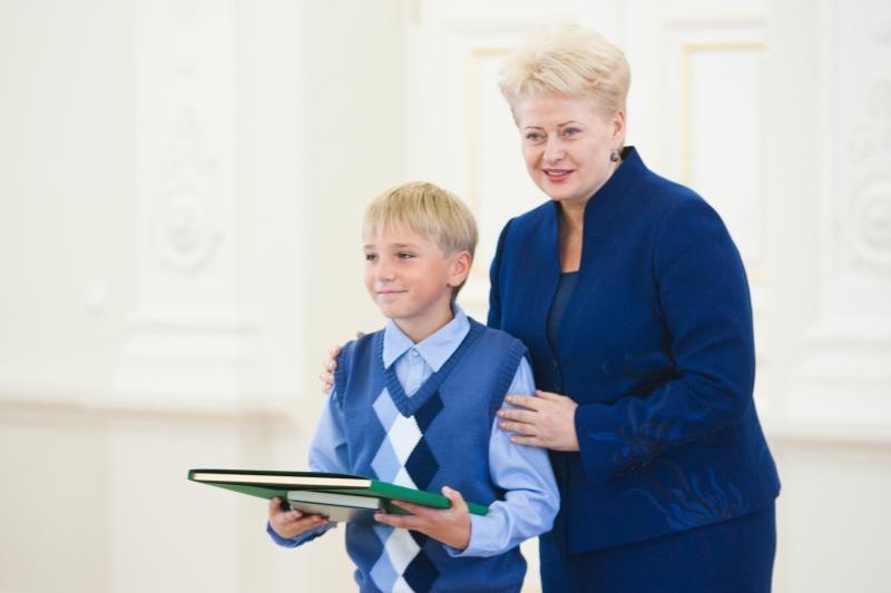 D.Grybauskaitė: Konstitucija galią įgauna tuomet, kai žmonės ją išmano