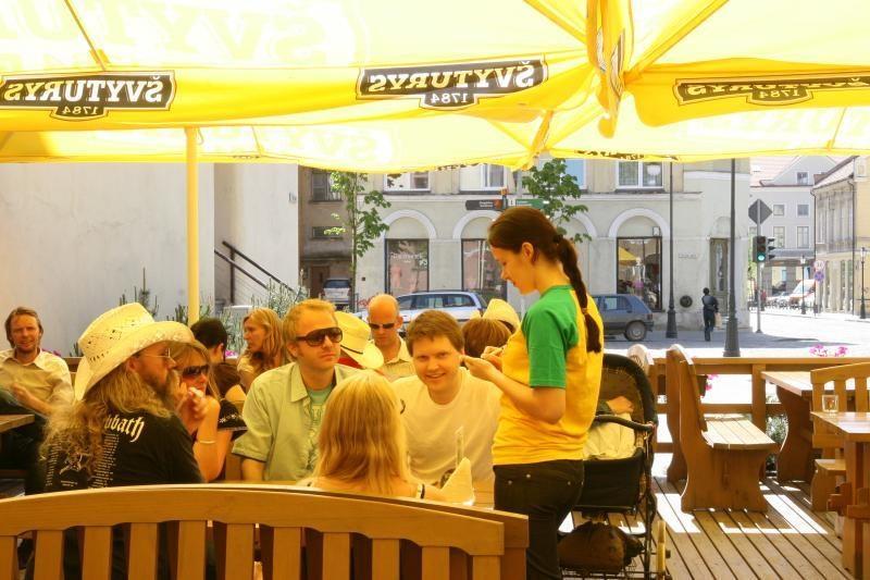 Lauko kavinės klesti net ir lietingą vasarą