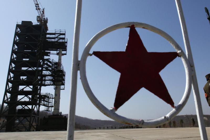 Šiaurės Korėja pradėjo pumpuoti degalus į kosminę raketą