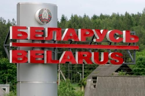 Baltarusių atominiai autobusai lietuvius veža aplink Espo konvenciją