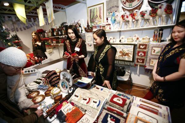 Vilniaus Rotušėje vyko Kalėdų labdaros mugė (papildyta 17.55 val)