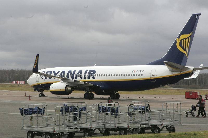 """""""Ryanair"""" dėl avarinių nusileidimų gresia milijoninis ieškinys"""