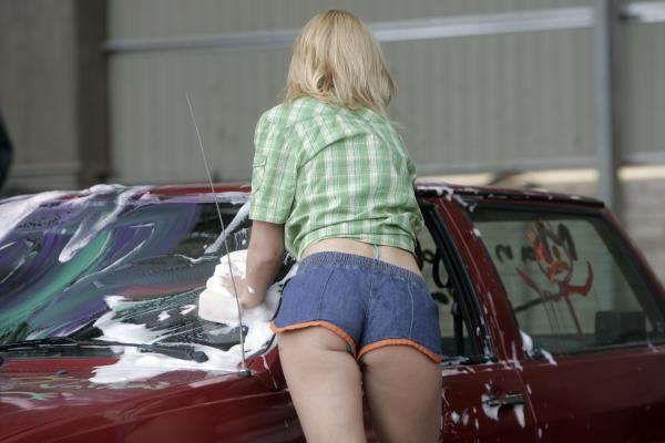 Automobilio plovimas padeda numesti svorio