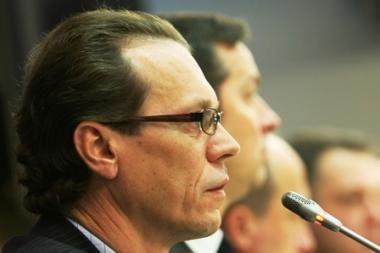 A.Šemetos siūlymui dėl degalų apmokestinimo - kritikos lavina