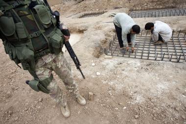 Afganų policininkas nušovė penkis britų karius