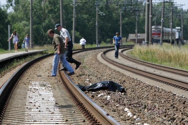 Keleivinis traukinys mirtinai sužalojo moterį