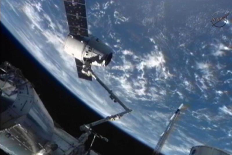 """Kosmoso šiukšlių """"išvežimas"""" – brangiausia komunalinė paslauga"""
