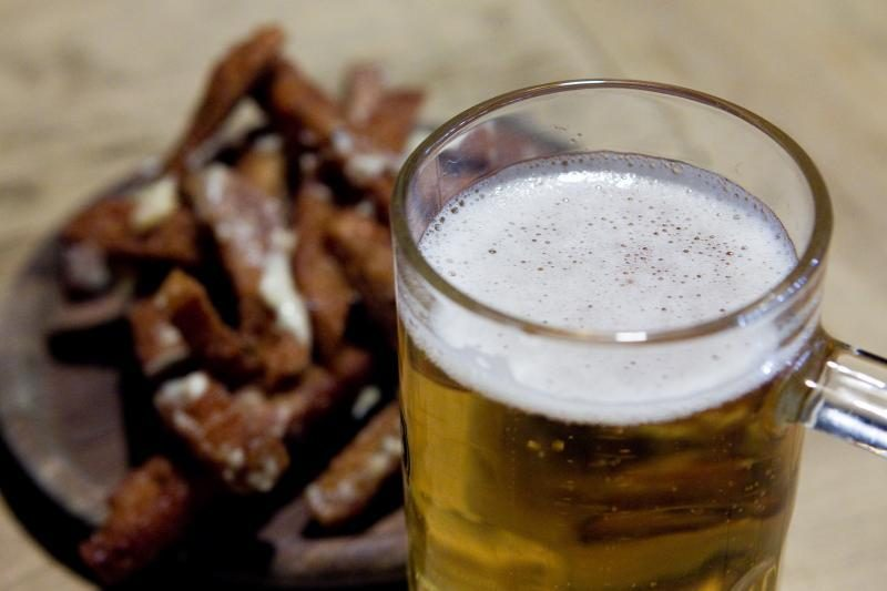 """Iš alaus etikečių neskubama trinti žodžių """"gyvas"""" ir """"šviežias"""""""