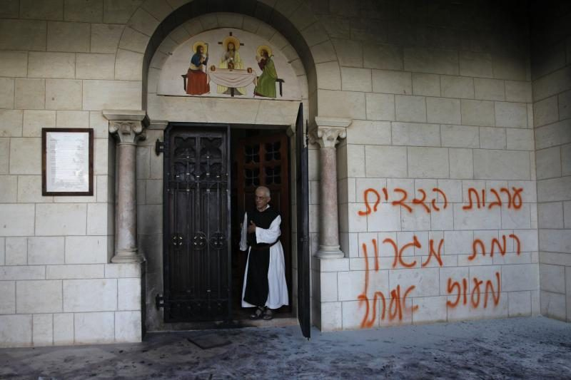 Vakarų Krante vandalai išniekino krikščionių vienuolyną
