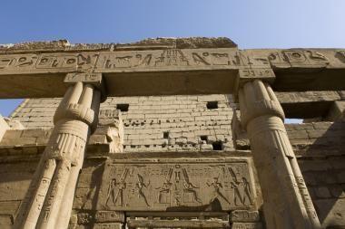 Egipte atrastas sfinksų statulų