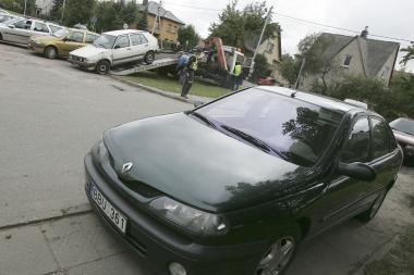 Automobilių savininkai - įkaitai daugiabučių kiemuose