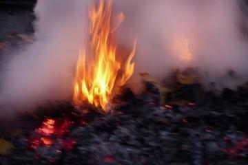 Ugniagesiai niekaip neužgesina šiukšlių (atnaujinta)