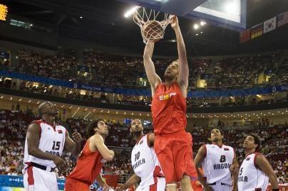 Pasaulio čempionai sutriuškino Angolos krepšininkus